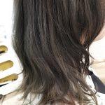 夏の紫外線で褪色したらチャンス!抜け切った髪には濃い目カラーがオシャレ!