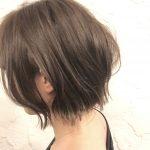 春になるとやりたくなる髪型。フォギーアッシュとピンクのインナーカラーでボブる。